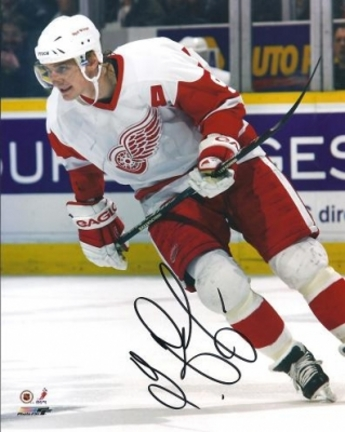 "Sergei Federov Autographed Detroit Red Wings 8"" x 10"" Photograph (Unframed)"